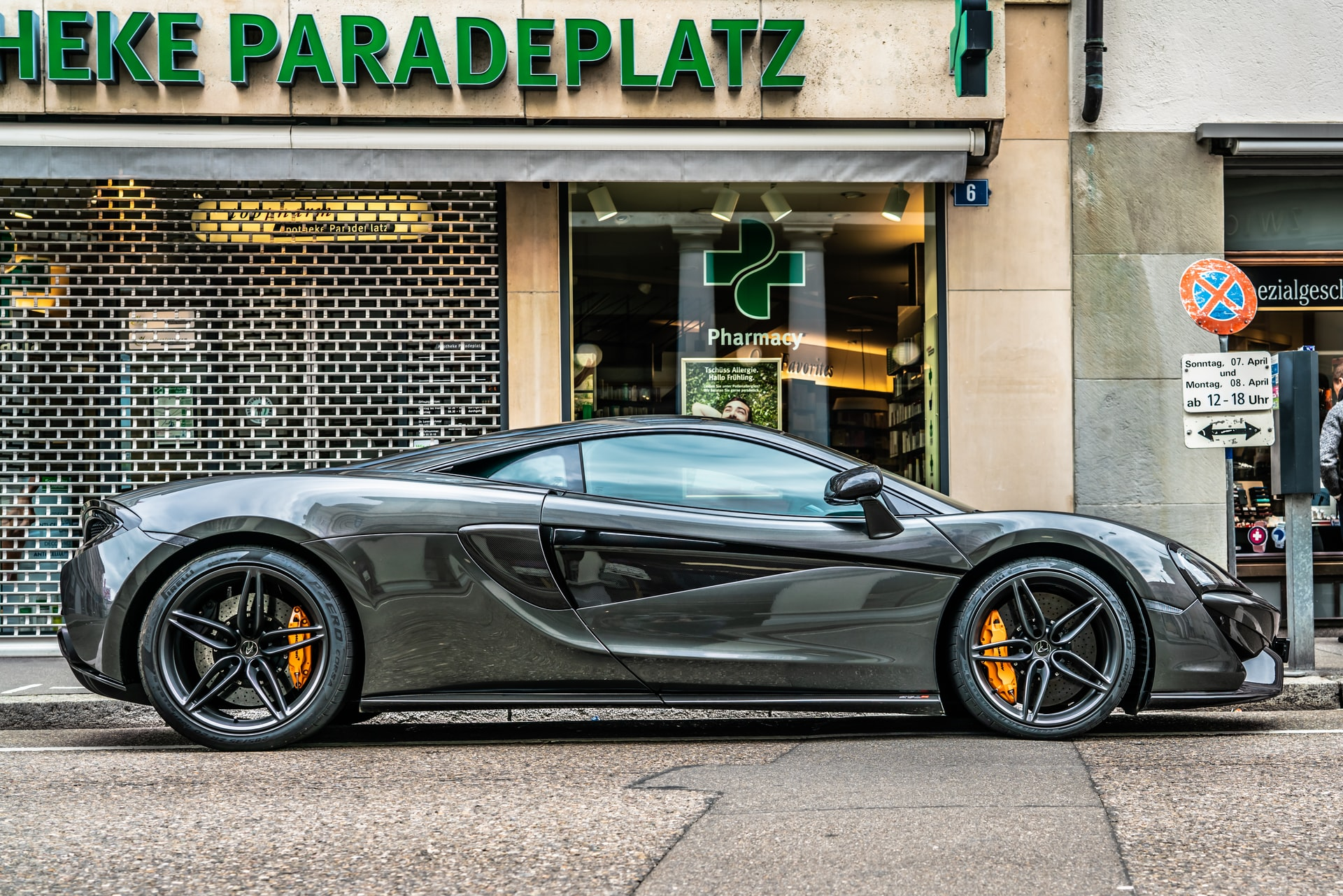 black-sportcar